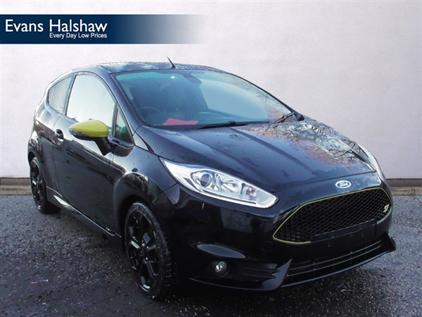 used 2016 petrol ford fiesta in black 12 096 miles for sale in green bank industrial estate for. Black Bedroom Furniture Sets. Home Design Ideas