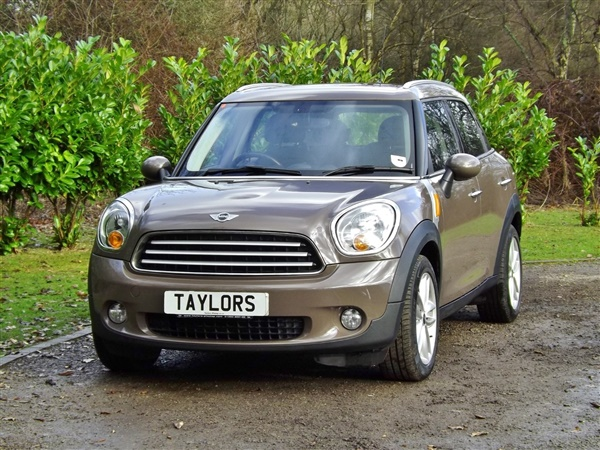 used 2013 mini countryman 1 6 cooper d 5dr in light coffee for sale in horley for 8 200. Black Bedroom Furniture Sets. Home Design Ideas