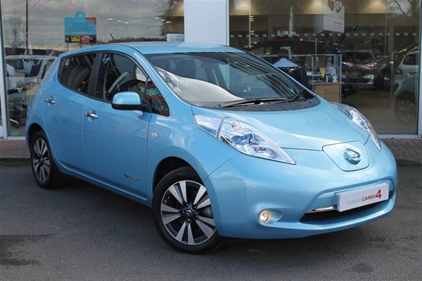 used 2016 nissan leaf in sonic blue metallic 3 614 miles for sale in crawley for 15 500. Black Bedroom Furniture Sets. Home Design Ideas