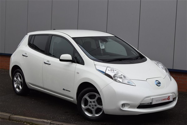 used 2014 nissan leaf in arctic white 19 887 miles for sale in stirling for 11 595 autovillage. Black Bedroom Furniture Sets. Home Design Ideas