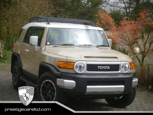 used 2014 petrol toyota fj cruiser in sandstone with white roof and anthracite trim 4 000 miles. Black Bedroom Furniture Sets. Home Design Ideas