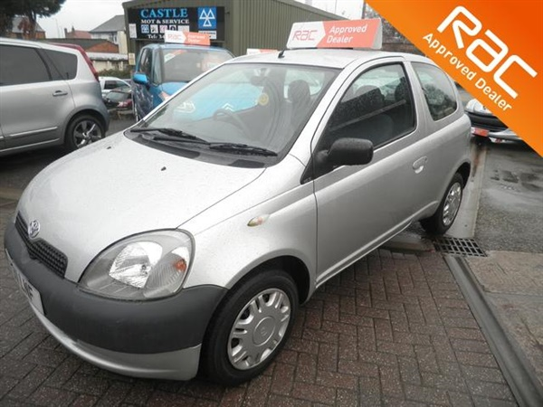 used 2001 petrol toyota yaris in silver 73 000 miles for. Black Bedroom Furniture Sets. Home Design Ideas
